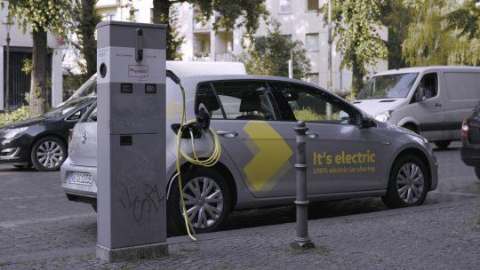 Berlin'de uygulamaya başladığı WeShare hizmeti ile ilk etapta tam elektrikli 1,500 e-Golf'ten oluşan filosunu yola çıkaran marka, 500 e-up! ve ID.3 araçlarını da önümüzdeki yıl programa dahil edecek.